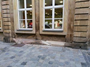 VORHER - Sandstein Verbesserung an der Fassade (Bankgebäude) am Marktplatz in Bayreuth