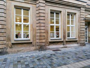 NACHER - Sandstein Verbesserung an der Fassade (Bankgebäude) am Marktplatz in Bayreuth